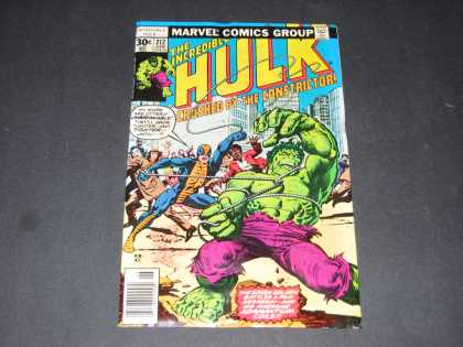 Hulk 212 - Rope - Green Monster - City - Purple Pants - Superheroes - Richard Buckler
