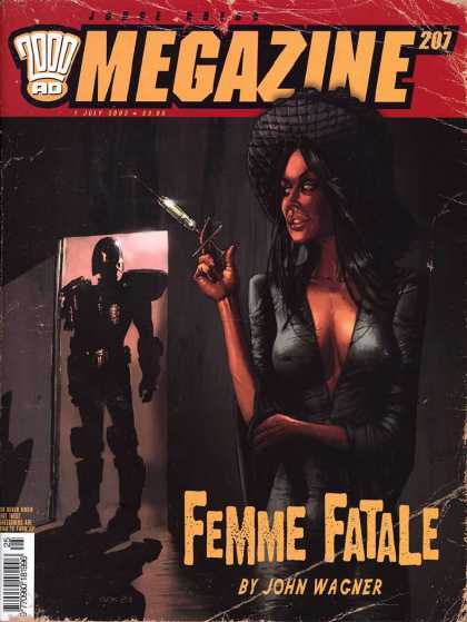 Judge Dredd Megazine IV 207 - Femme Fatale - John Wagner - Woman Holding Needle - Robot In Doorway - 2000 Ad