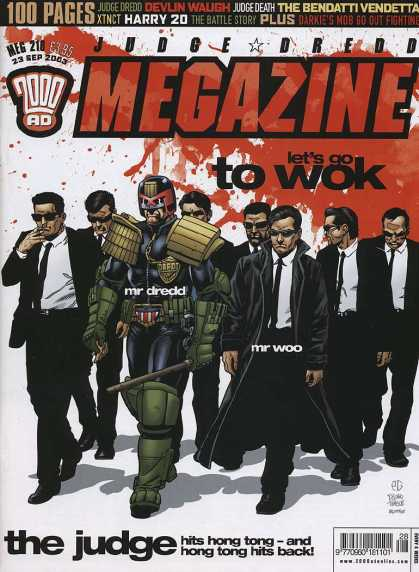 Judge Dredd Megazine IV 210 - 100 Pages - Thick - Black Suits - Badge - Mr Woo