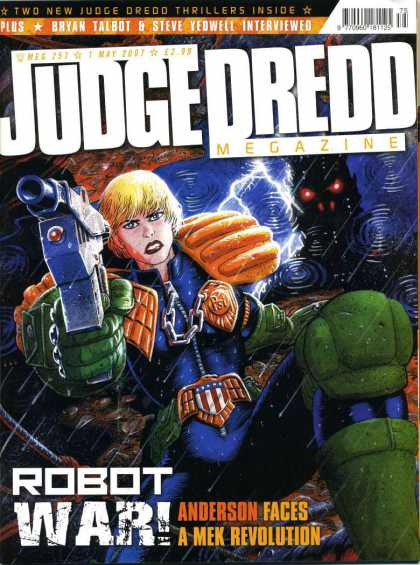 Judge Dredd Megazine IV 257 - Red Eyes - Lazer Gun - Badge - Robot War - A Mek Revolution